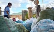 Tái chế hơn 1 tấn khẩu trang phế liệu bán về miền Tây