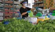 Bên trong siêu thị dã chiến cung ứng thực phẩm cho người đi chợ hộ