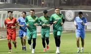 Đặng Văn Lâm vui tươi cùng đồng đội trên sân tập sau gần 2 năm vắng bóng