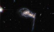 Khoảnh khắc kinh hoàng: 3 thiên hà nuốt nhau, tạo siêu quái vật