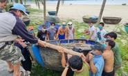 Miền Trung: Ngư dân hối hả kéo tàu, thuyền lên bờ, chạy đua gặt lúa tránh bão số 5