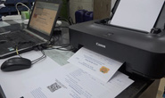 Công an TP HCM tóm gọn băng nhóm làm giấy đi đường giả bán 1-2 triệu đồng/giấy