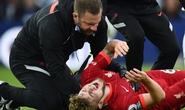 Sao trẻ Liverpool chấn thương kinh hoàng, giới chuyên môn bất đồng vì thẻ đỏ