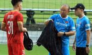 Đội tuyển Việt Nam đội mưa rèn luyện trước trận đại chiến với tuyển Trung Quốc