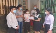 Đảng ủy Khối Dân - Chính - Đảng TP HCM tặng máy tính cho học sinh khó khăn