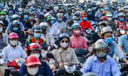 CLIP: Nhiều tuyến phố Hà Nội đông nghịt người trong ngày bỏ giấy đi đường