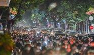 Biển người đi chơi Trung thu ở Hà Nội: Tiềm ẩn nguy cơ lây lan dịch bệnh