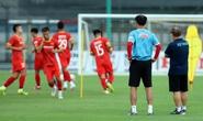 Thầy Park thị sát các tuyển thủ U22 trước ngày đi tập huấn tại UAE