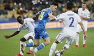 Anthony Martial cứu rỗi, Pháp may mắn thoát hiểm trên sân Ukraine