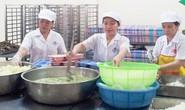 Bữa cơm công nhân: Nguy cơ ngộ độc rình rập