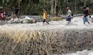 May mắn sống sót trong siêu bão nhờ nước dừa