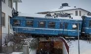 Điều khiển xe lửa ăn trộm đâm nát tòa nhà chung cư
