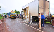 Xe tải đấu đầu xe bus, 20 người thương vong