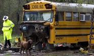 Sốc 2 đứa trẻ bị bỏ rơi trong xe buýt