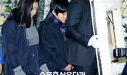 Hai con Choi Jin Sil đau buồn tiễn đưa cha