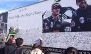 Fan lái siêu xe đến tưởng niệm Paul Walker