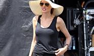 Angelina Jolie vật lộn với cái nóng gần 40 độ C