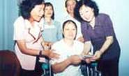 Báo Người Lao Động tổ chức thăm và tặng quà cho nữ công nhân bị tai nạn lao động