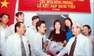 Đảng bộ Trường ĐH Dân lập Ngoại ngữ - Tin học TPHCM: Phát triển 7 đảng viên