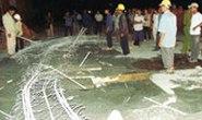 Chợ đầu mối Bình Điền - TPHCM: Sập đà ngang, 5 công nhân bị thương