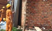 Cưỡng chế tháo dỡ 12 căn nhà xây dựng không phép