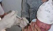 Vụ em bé tử vong tại TPHCM : vắc xin nhiễm độc tố