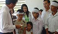 Trao 150 triệu đồng giúp gia đình nạn nhân cơn bão số 1