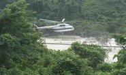 Điều trực thăng giải cứu 18 người bị kẹt giữa sông lũ