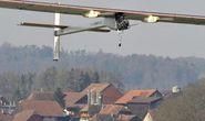 Máy bay năng lượng mặt trời cất cánh