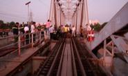 Sà lan đội cầu Bình Lợi, đường sắt tê liệt