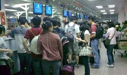 Ga Tân Sơn Nhất ngập nước, cả nghìn khách phải hoãn bay