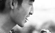 Sinh viên lùng sục khắp trường tìm sâu bọ ăn