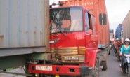 TPHCM: 3 xe container tông nhau trên cầu vượt Sóng Thần