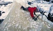 Chinh phục thác nước đóng băng