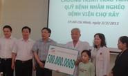 Viettel tặng 500 triệu đồng cho bệnh nhi Hoàng Thị Quỳnh Trang