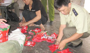 Bắt quả tang một cơ sở làm hàng tấn bột giặt giả OMO