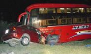 Xe du lịch tông xe khách, 6 người tử nạn