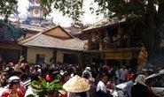 Vật vã viếng chùa lễ Vu Lan