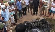 Nghi CSGT rượt đuổi gây tai nạn, dân bao vây đốt xe