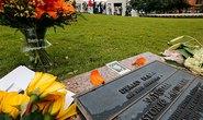 Mỹ treo cờ rủ tưởng nhớ Kennedy