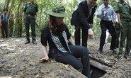 Tổng thống Argentina trải nghiệm địa đạo Củ Chi