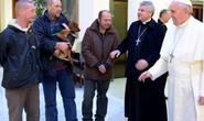 Giáo hoàng mừng sinh nhật với người vô gia cư