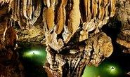Vòng cung hang động kỳ vĩ ở Tân Hóa