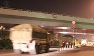 Xe container vướng gầm cầu vượt Quang Trung