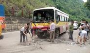 Xe khách đấu đầu xe buýt, 6 người bị thương