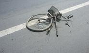 Xe phân khối lớn tông xe đạp gãy đôi, một người nguy kịch