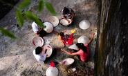 Về thăm làng Chuông để nghiêng nghiêng nón lá...