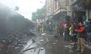 Hà Nội: Cháy chợ, hàng chục ki-ốt bị thiêu rụi