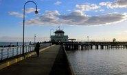 Rớt xuống cầu tàu vì mải mê truy cập Facebook