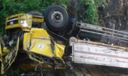 Lật xe tải trên đèo Cù Mông, tài xế chết trong ca-bin
